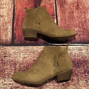 ⚜️Adorable Tasseled Ankle Booties⚜️